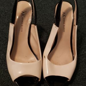 Used Ann Taylor two-toned Pumps